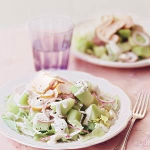 Salade met meloen en gerookte kip