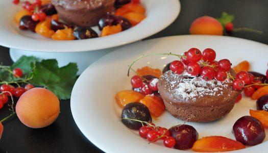 Chocolade petitfours met kersen