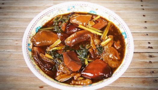 Thaise soep met omeletspiraaltjes