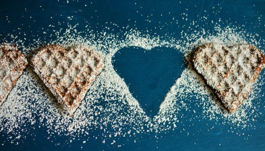 Suikerhartjes met room en kersen
