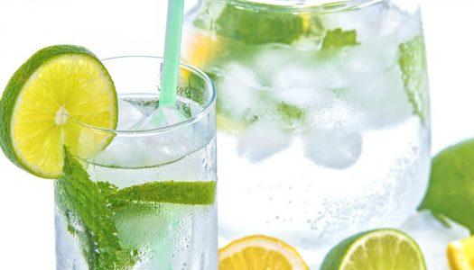 Zomers water met een smaakje zonder suiker