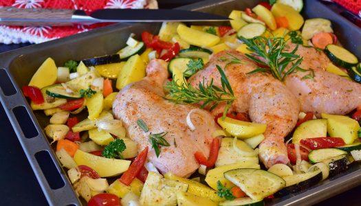 Kip uit de oven met aardappeltjes, spek en rozemarijn!