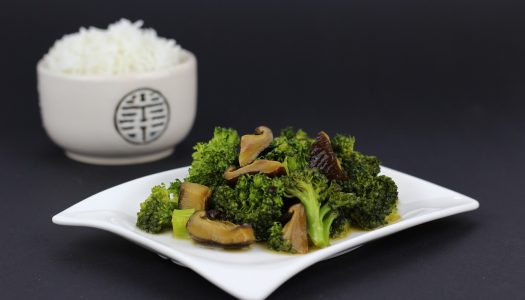 Eenvoudig wokgerecht met runderreepjes en broccoli